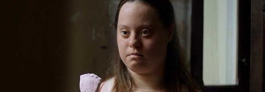 mujer adulta con síndrome de Down