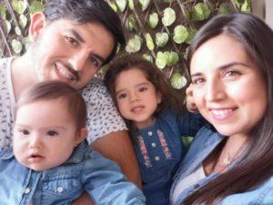 Amanda con su familia