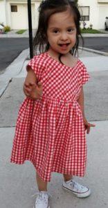 Emma de @zaidecin con un vestido