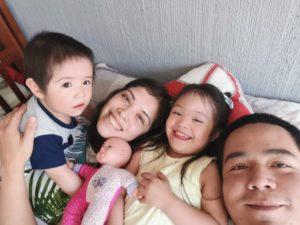 Lucy con su familia