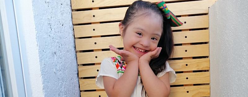 Lucia sonriendo