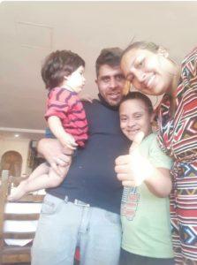 Sebastián con su familia