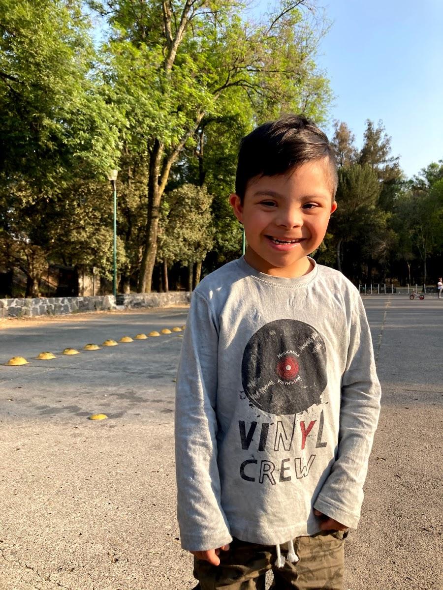 Luciano, niño 7 años con síndrome de Down